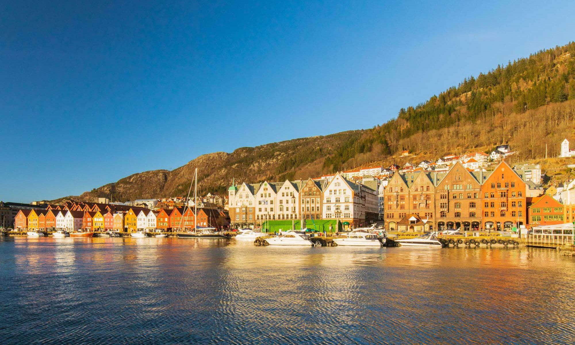 Blick auf den Hafen von Bergen und Bryggen