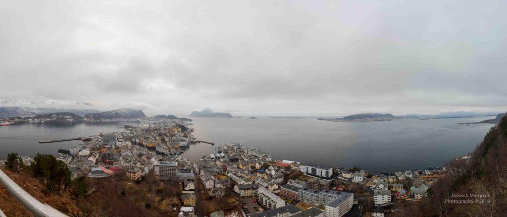 Panoramablick über Alesund im Winter