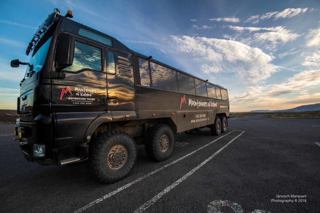 Foto eines isländischen Achtachser Outdoor Trucks.