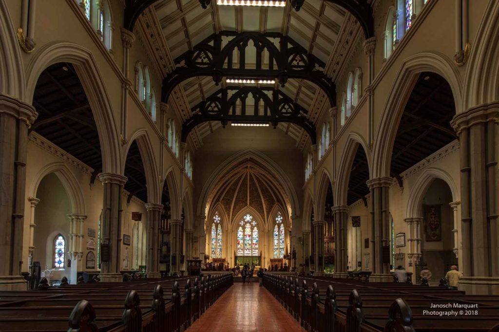 Foto des Mittelschiffs der St. James Cathedral in Toronto