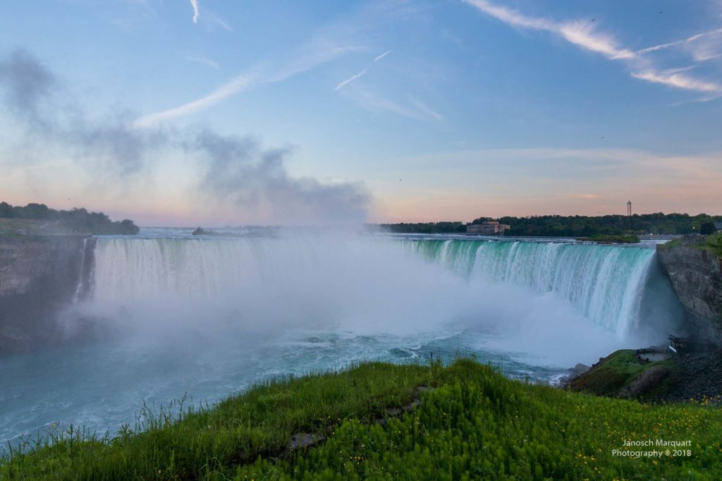 Foto der Horseshoe Falls als Teile der Niagara Falls