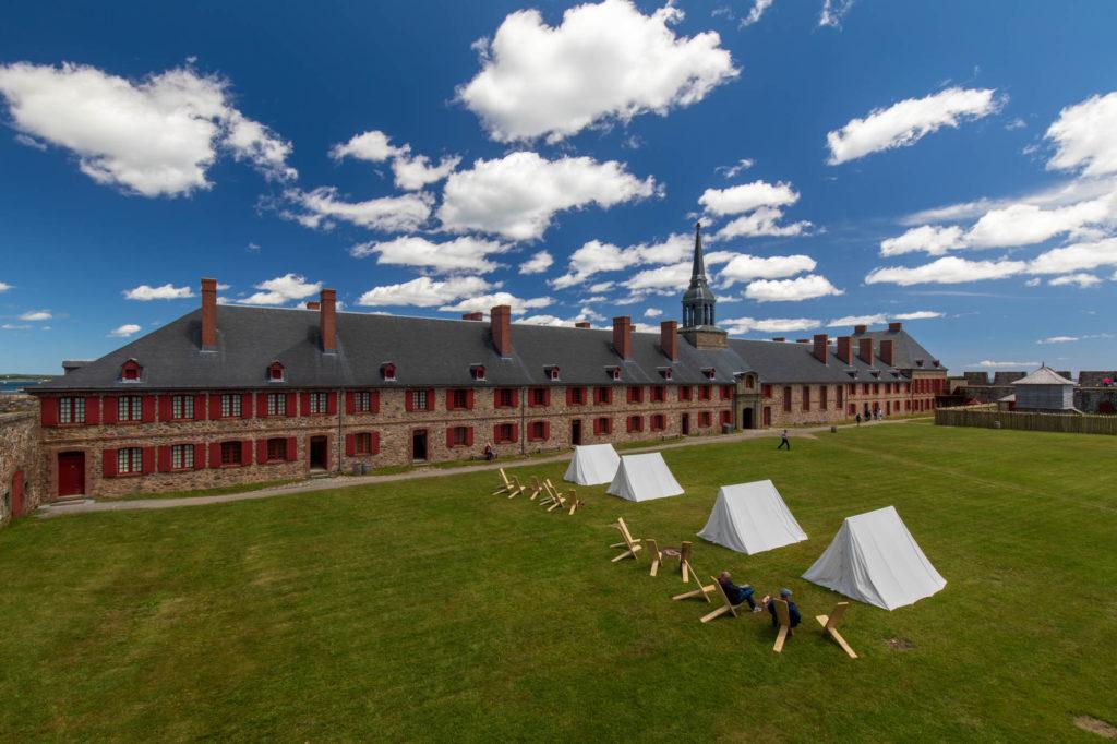 Foto des Innenhofs der Befestigungsanlage Fortress of Louisbourg.