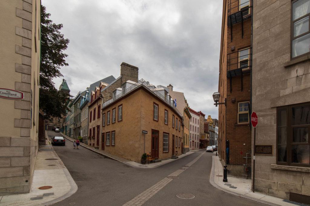 Foto von Quebec City mit seinen verwinkelten Gassen.