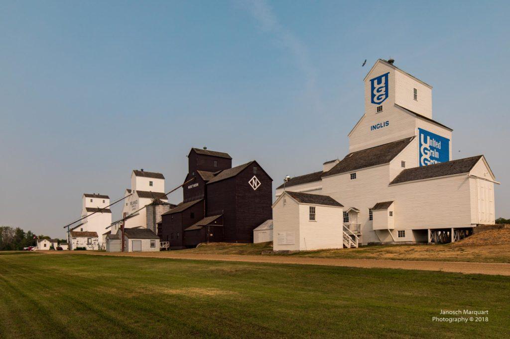 4 Grain historische Grain Elevators in Inglis.