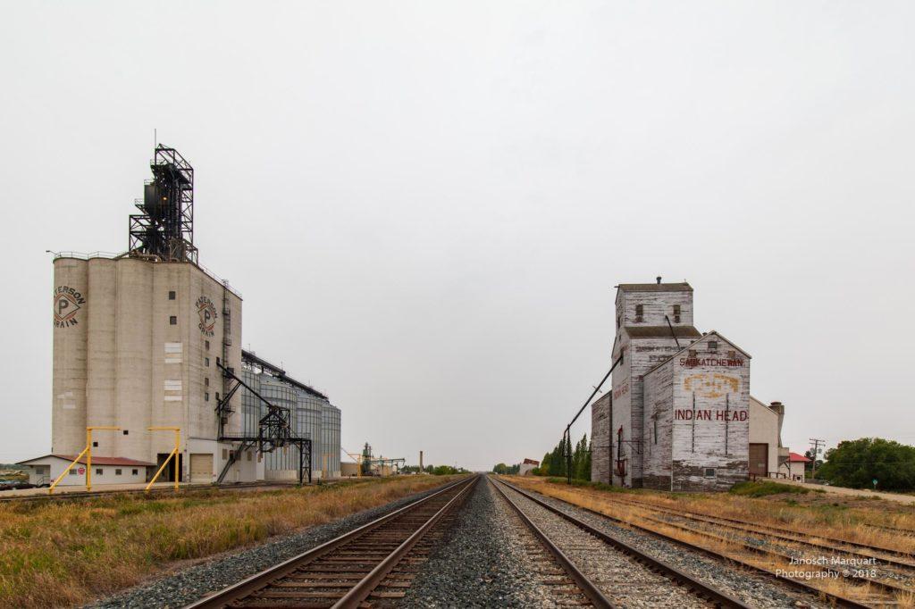 Moderner und historischer Grain Elevator