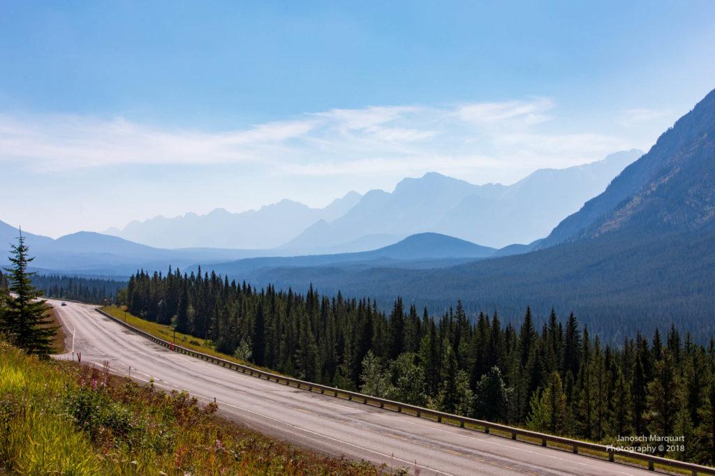 Foto des Highway 40 im Kananskis Tal