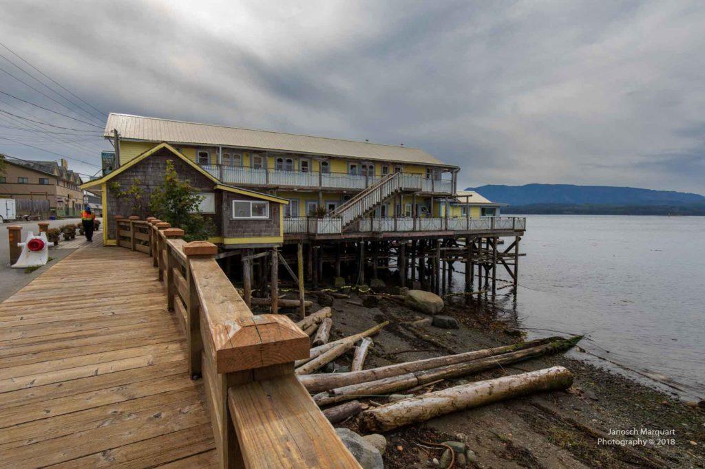 Hafengebäude auf Alert Bay.