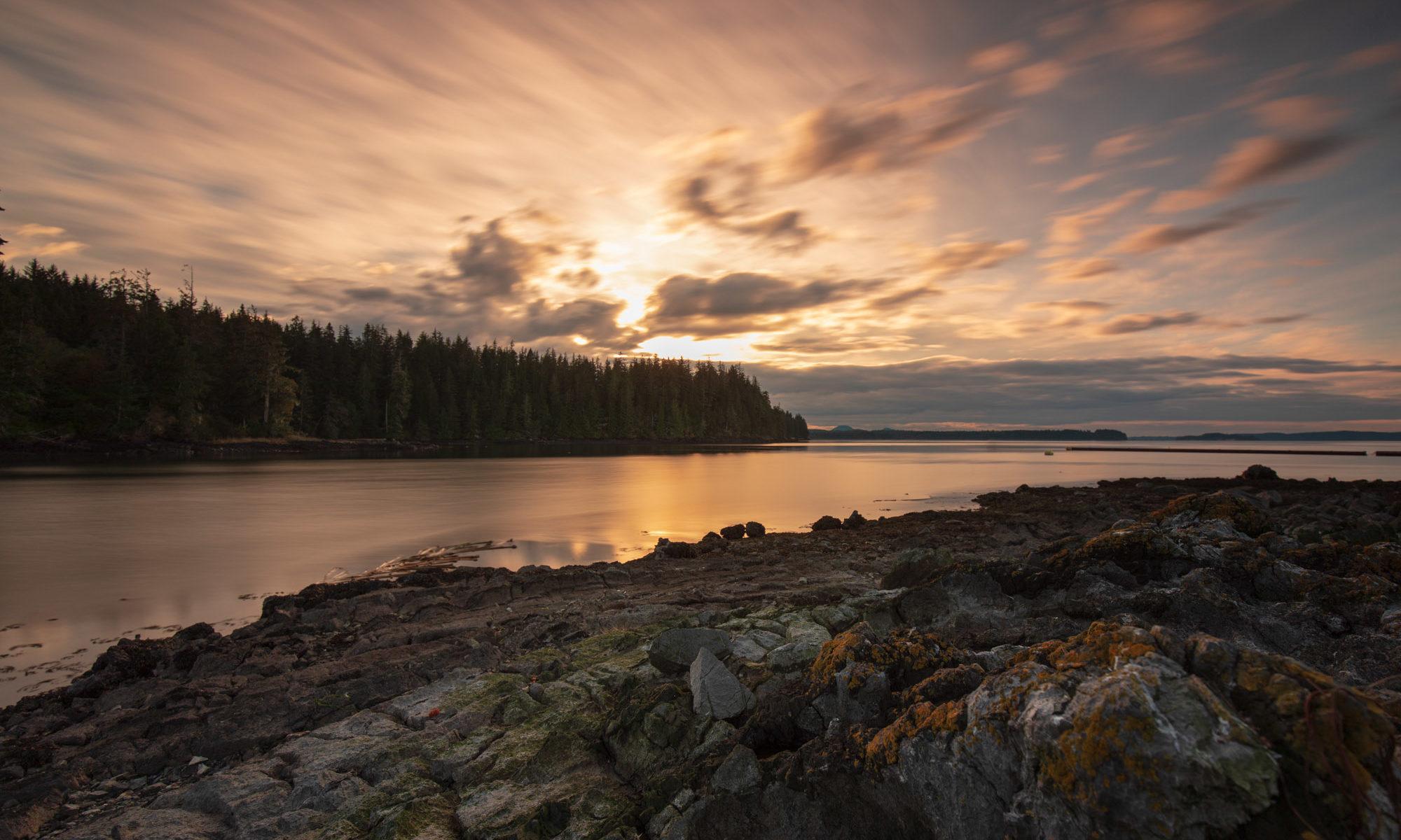 Sonnenuntergang in Alder Bay auf Vancouver Island