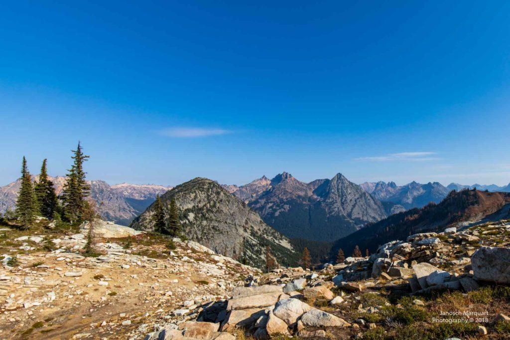 Berggipfel der North Cascades Berge vom Maple Pass betrachtet.