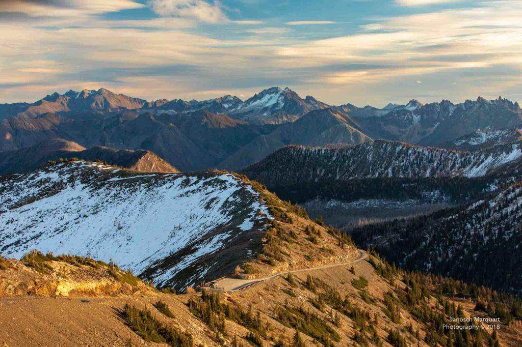 Blick in die Abendstimmung auf dem Slate Peak.