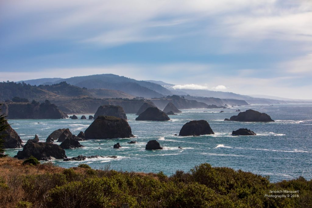 Wellenbrandung an Pazifikküste.
