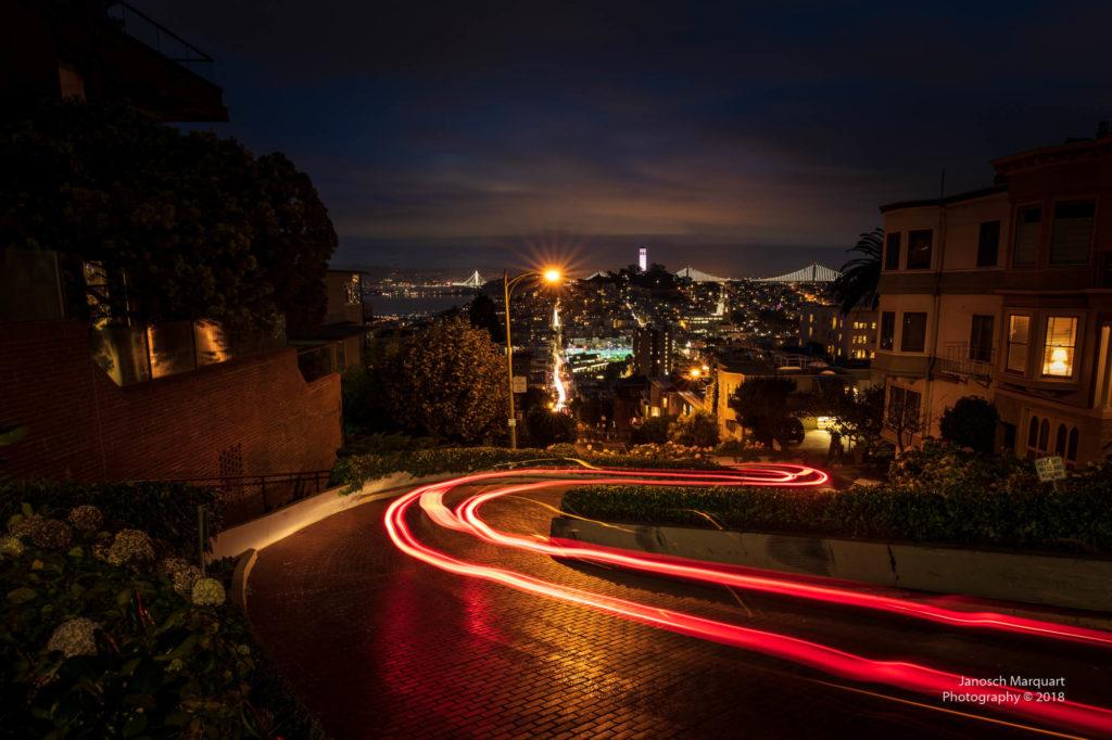 Lichtmalen auf der Lombardstreet in der Nacht.