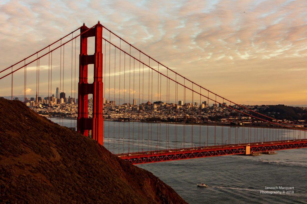 Golden Gate Bridge im Abendlicht.