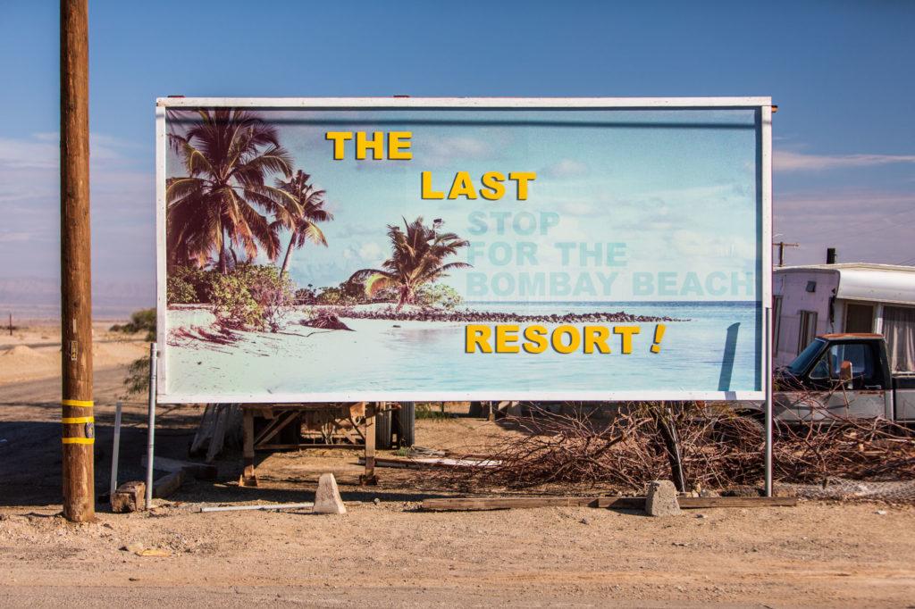 Werbeplakat aus den 50er Jahren für das Bombay Beach Ressort.
