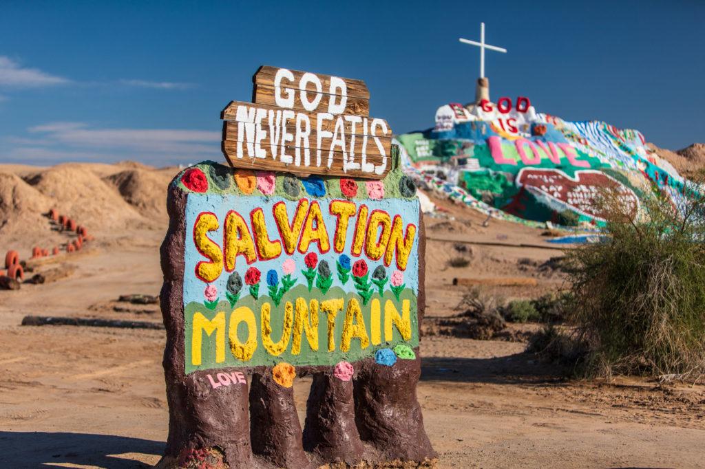 Salvation Mountain Schild