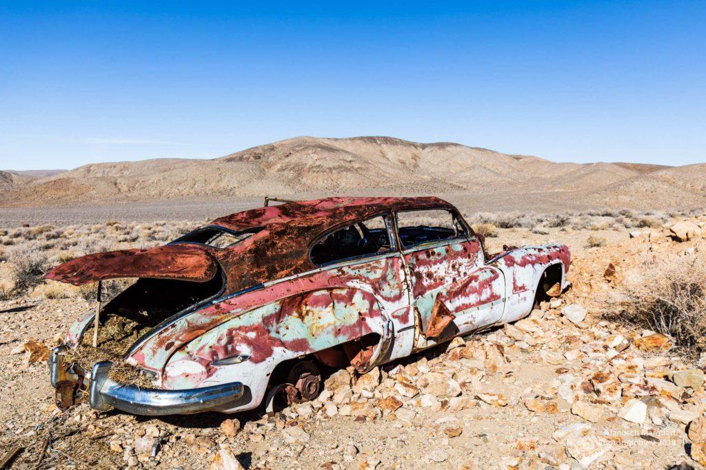Altes Auto in der Wüste