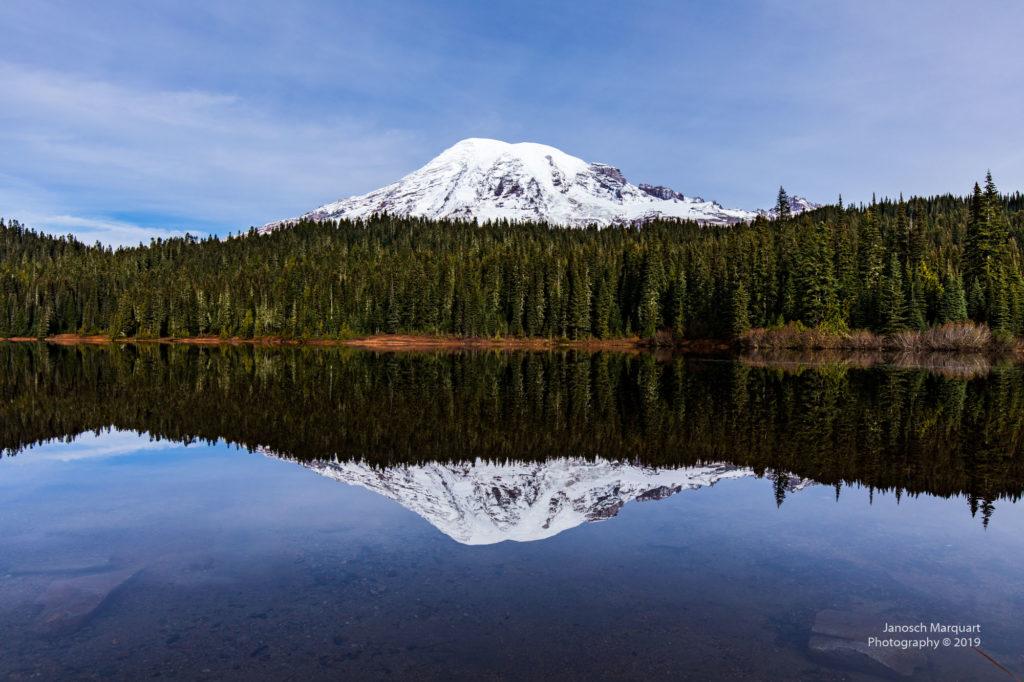 Spiegelung des Mt Rainiers im Wasser
