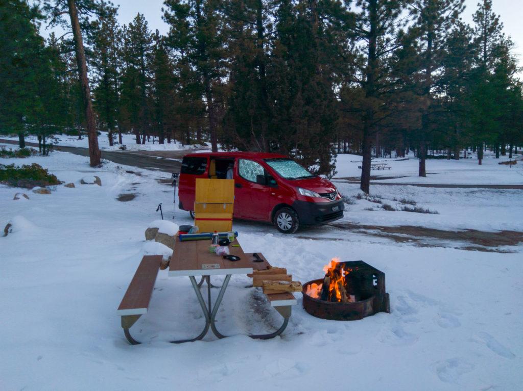 Campervan im Schnee im Bryce Canyon