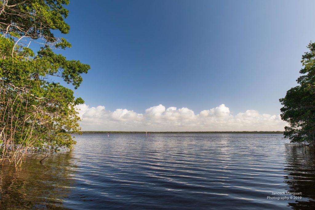 Blick in die Shark Bay vom Wasser aus.
